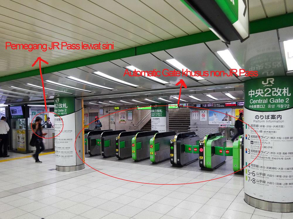 Contoh JR Gate di Ikebukuro