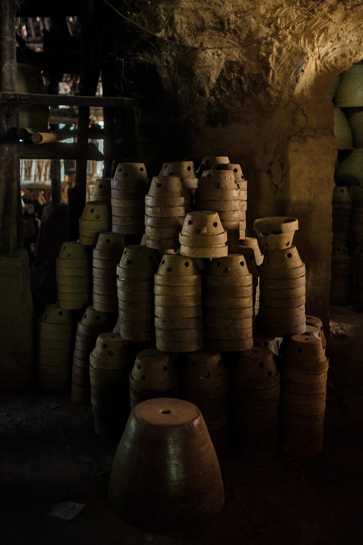 Gerabah kecil yang mengantri untuk masuk  kiln .