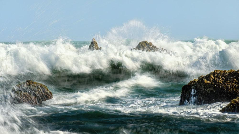 Ombak pantai selatan yang besar selalu membuat decak kagum. Fujifilm X-T2 | XF 55-200 | Athabasca Filter ARK II ND 64, GND 0.9