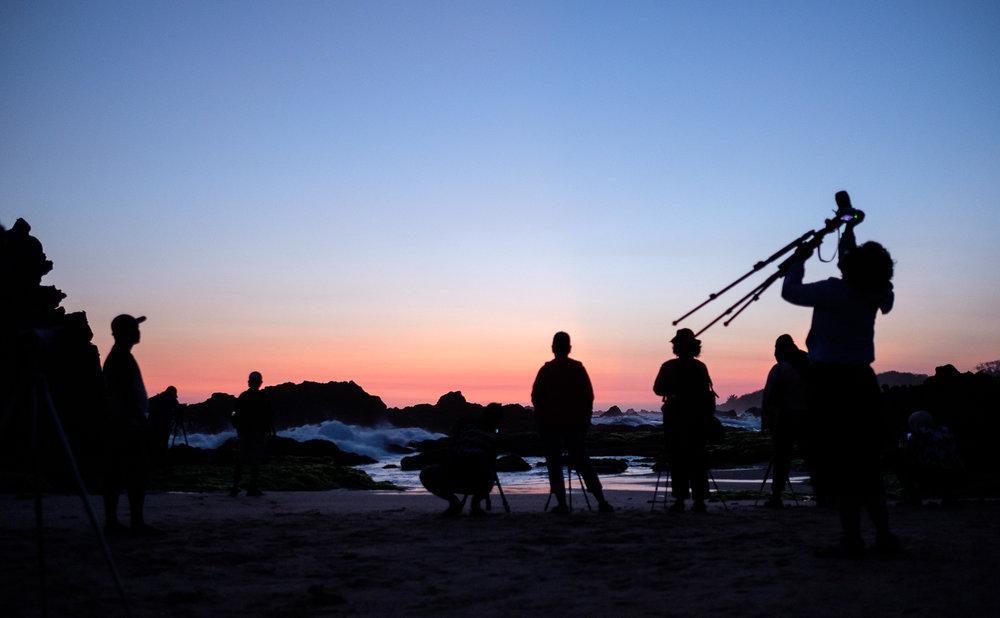 Peserta hunting sedang mengabadikan  blue hour . Fujifilm X-T2 | XF 23 f/1.4