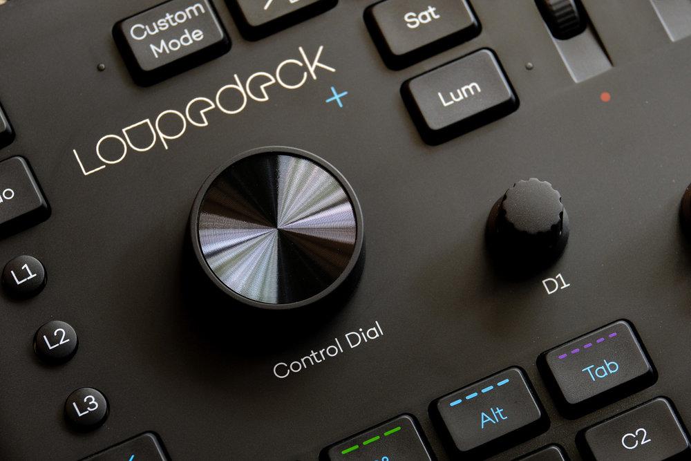 Control Dial yang membantu anda untuk rotate foto pada saat mengaktifkan crop overlay (cropping).