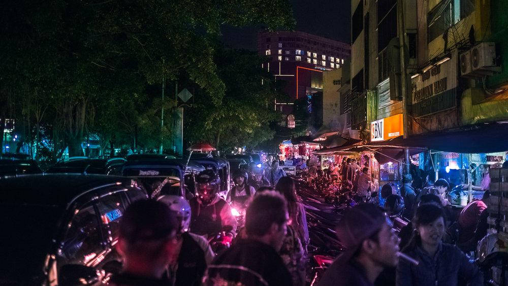 Suasana malam di Jl. Pancoran menuju ke Jl. Kemenangan Raya
