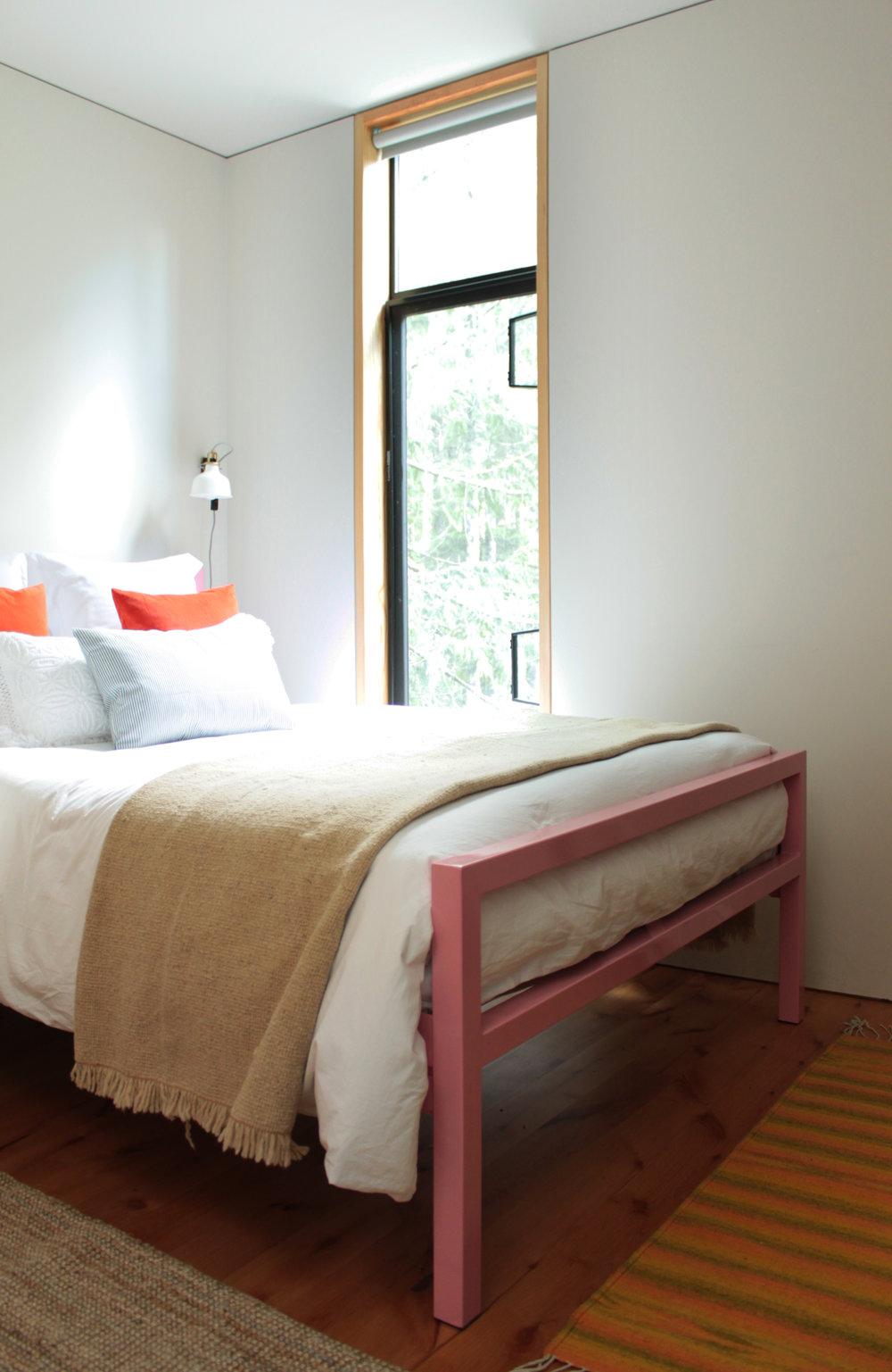 CORNER BED.jpg