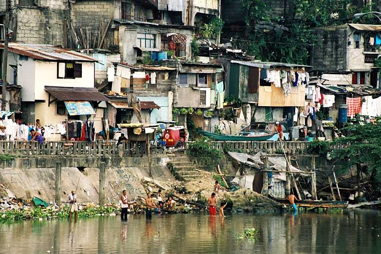 Rich-and-Poor-in-The-Philippines[1].jpg