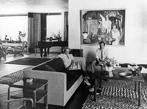 Maire and Harry Gullichsen at home in Villa Mairea, late 1930s ALVAR AALTO FOUNDATION. PHOTO ALVAR AALTO MUSEUM
