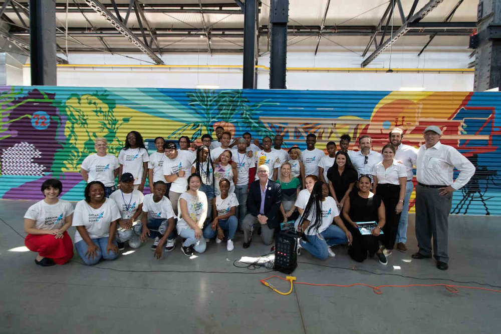 The Brooklyn Paper - Sprucing up the Yard: Painters create public mural for waterfront commercial hub