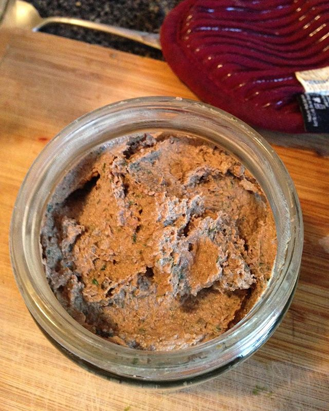Lamb liver pâté 🐑 loaded with garlic, parsley and ghee. Gotta get that organ meat #guthealth #guthealing #AIP #paleo #gapsdiet #organmeat #offal #innards #thenastybits