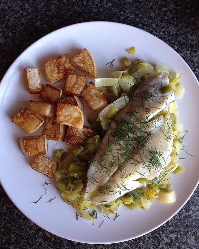 Alaskan sole steamed over a tangle of sweet braised leeks and fennel. EVOO and fennel fronds. Lard-roasted turnips. #lunch