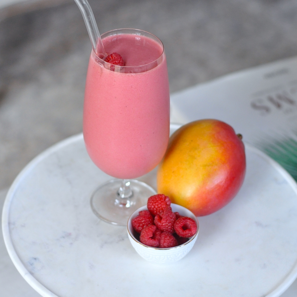 Erin Stanczyk | Lifestyle Design | eat.move.rest. | TROPICAL MANGO-BERRY PROTEIN SMOOTHIE