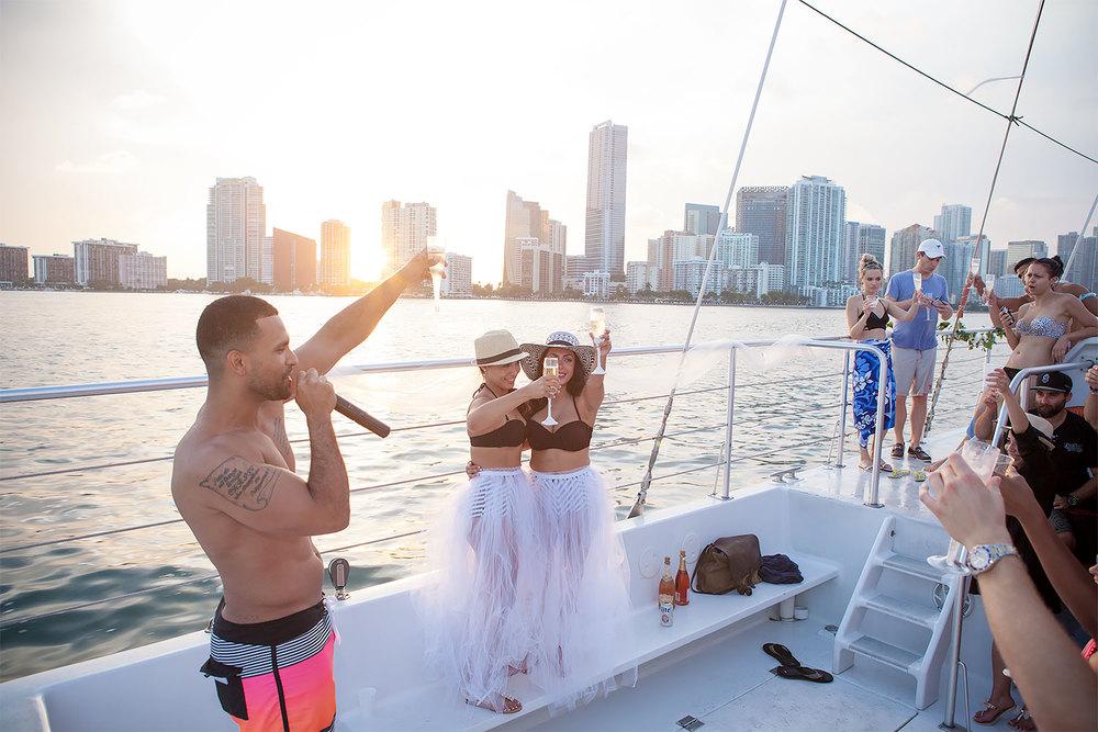 kikevalderrama-wedding-lesbian-toast.jpg