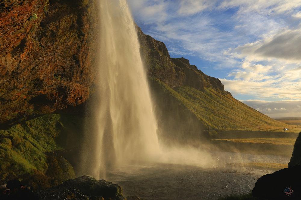 Iceland_Seljalandsfoss_021.jpg