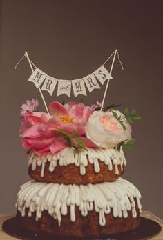 Bundt cakes are a great choice for those wishing to stick to a shabby chic theme.