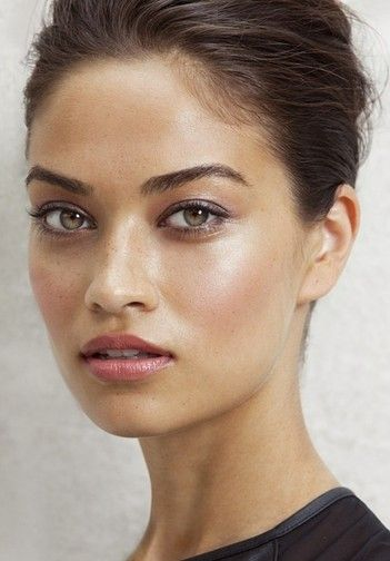 Perfect for a summer wedding!  http://beautyhigh.com/10-summer-wedding-makeup-looks-that-last/#_a5y_p=713516
