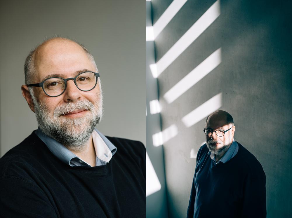 Portretfoto's van Harry Burhman. Professor Computer Wetenschappen aan de Universiteit van Amsterdam en is als groepsleider onderzoek verbonden aan het Centrum van Wiskunde & Informatica. Professor Buhrman houdt zich tegenwoordig voornamelijk bezig met onderzoek naar de computer van de toekomst: de kwantumcomputer.