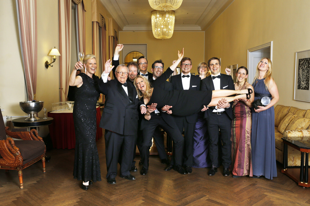 Siegerfoto der Zeilenspringer mit Moderatorin Barbara Schöneberger Foto:Markus Bassler und Anja Jahn / Der FEINSCHMECKER