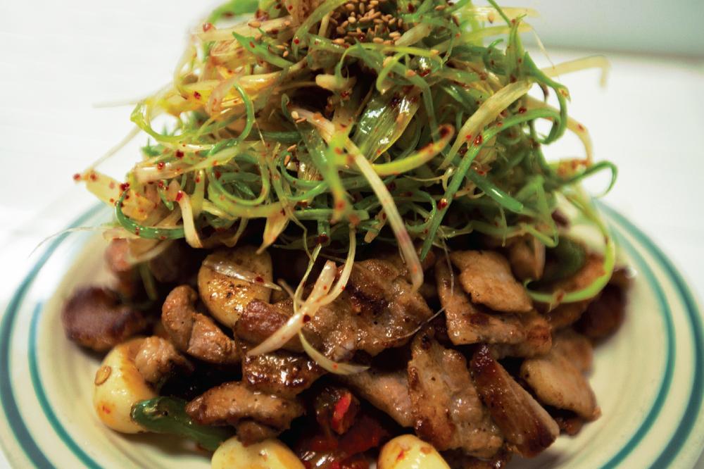 매운 삼겹살군과 김치볶음양 Spicy Pork Belly & Stir fried Kimchi with Scallion Salad $20.95