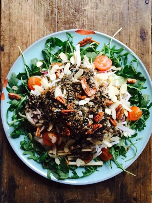 FEBRUARY '15 / discontinued 2015년 2월소울푸드 < 면인블랙Knife-Cut Noodle Chicken Salad with Black Sesame Dressing $19.95 > 봄의 절기가 시작된다는 입춘이 있었던 2월, 테이크31에서는 상큼함을 담아 샐러드 메뉴를 준비했습니다. 탱글탱글한 칼국수 면위에사과, 무, 양념김치, 토마토, 아루쿨라등갖가지 채소를 가득 올리고흑임자튀김옷을 입힌 치킨도 올려주고그 위로 흑임자로 만든 특제 소스를 듬뿍 올려 버무려 먹는코리안스타일의 누들샐러드!!! 봄이 오면,생각나는 '면요리' < 면 인 블 랙 >