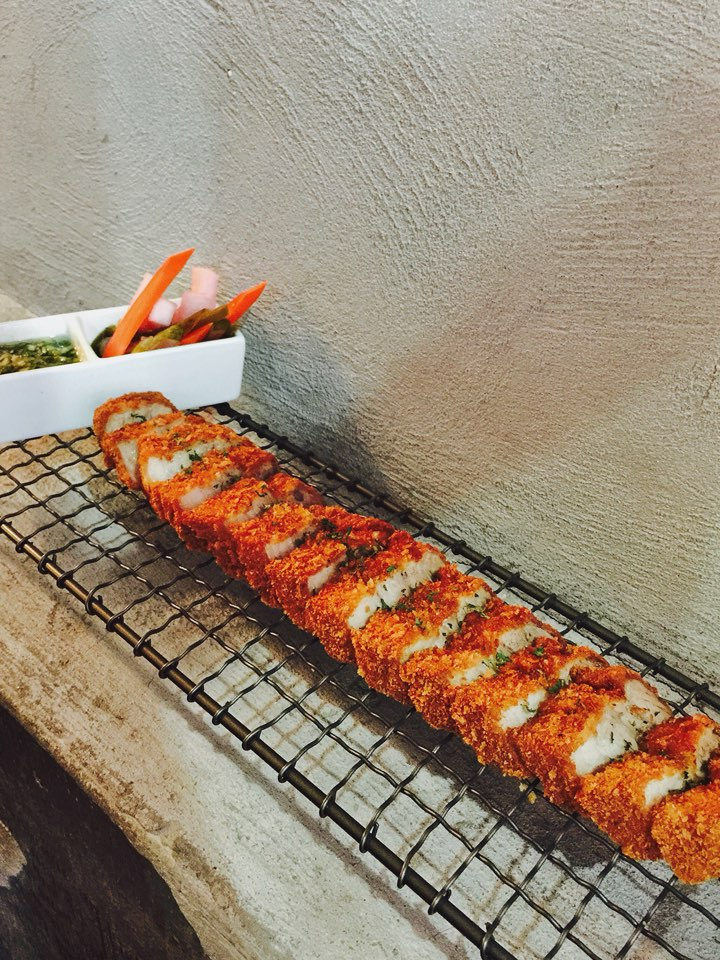 NOVEMBER '14 2014년 11월소울푸드 <통 삼겹 돈까스Deep fried Pork belly $19.95 > 삼겹살을 즐기는 특별한 방법, 생생한 통 삼겹살을 바삭하게 튀겨봤습니다. 겉은 바삭, 속은 부드러운 기발한 돈까스 그리고 두가지 특제소스 까지. 테이크에서 만나요.
