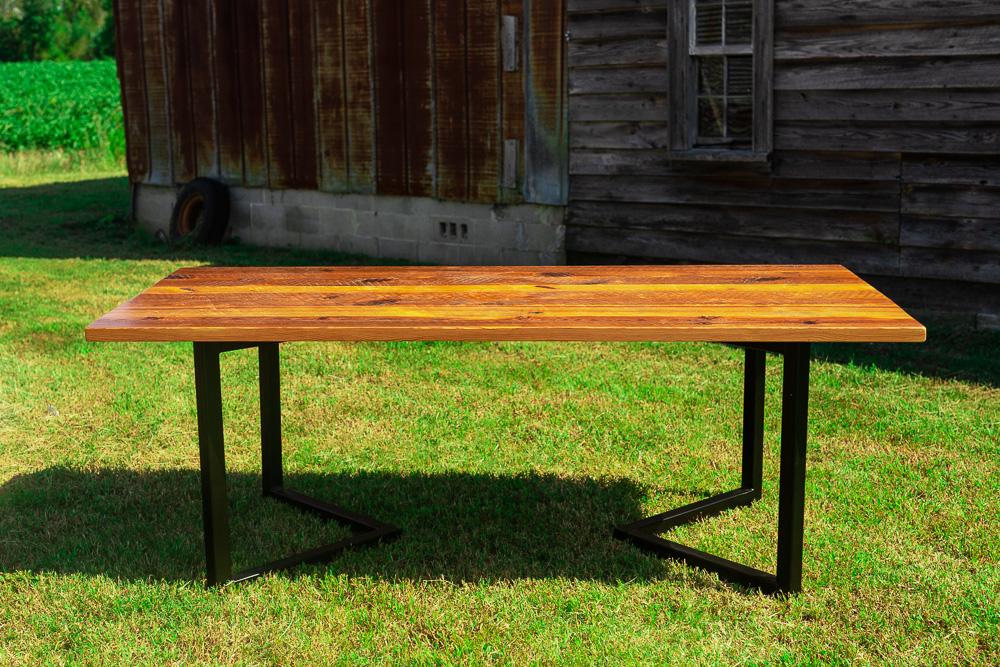 Carolina Crooner Table