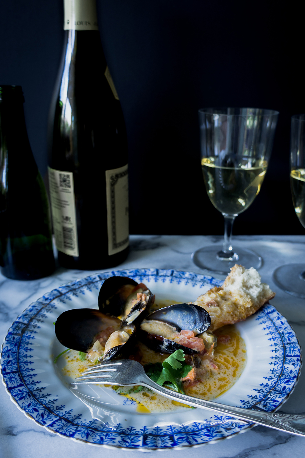 The best way to serve mussels is also with great white wine.