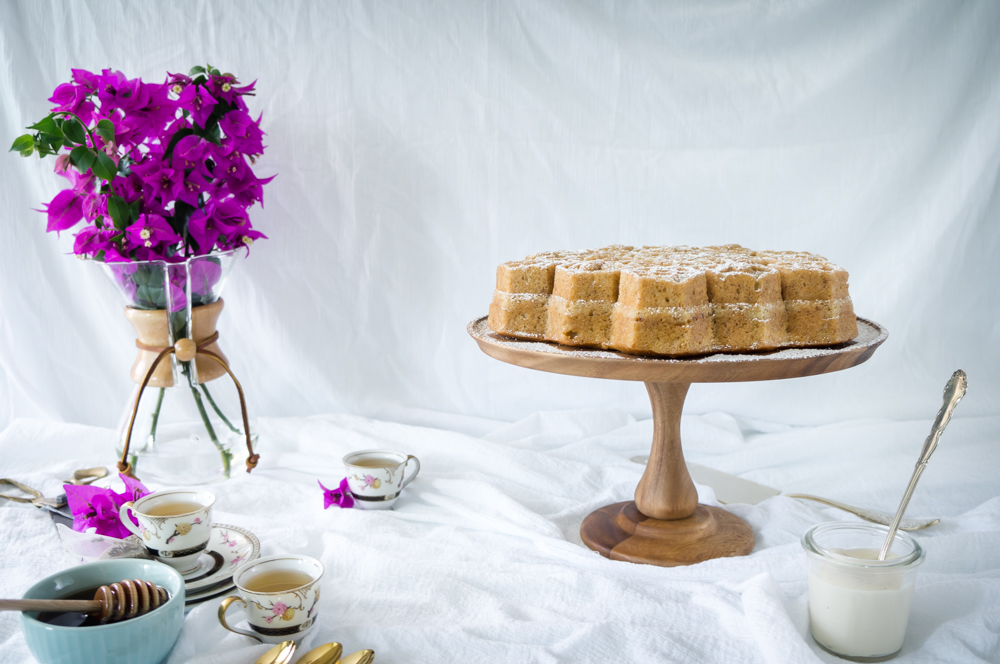 Honey and coconut cake with honey cream