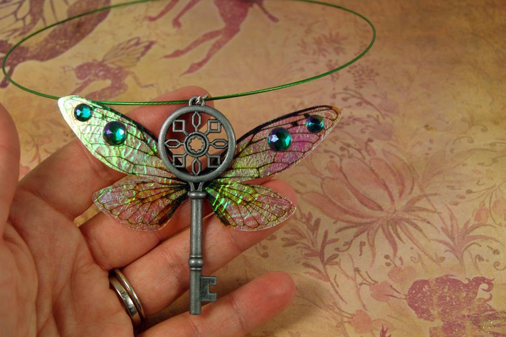 Flying key neecklace Green.jpg