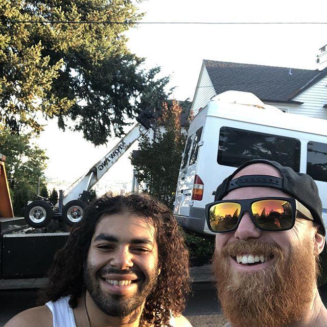 Slight hiccup on the roadtrip #Portland #jiujitsu #jiujitsu4life #10pfamily #m85 #jiujitsugirls #yoga #powerful #homeiswhereypuparkit #vanlife #vanlifediaries