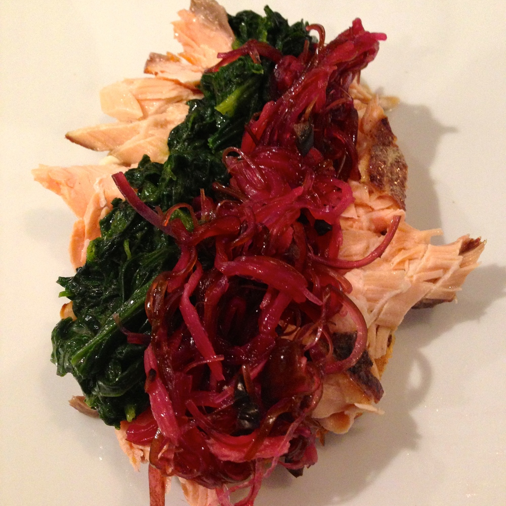 Smørrebrød with smoked salmon, greens, and onions