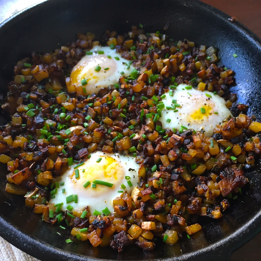 cast-iron-skillet-potatoes-eggs-breakfast-recipe.jpg