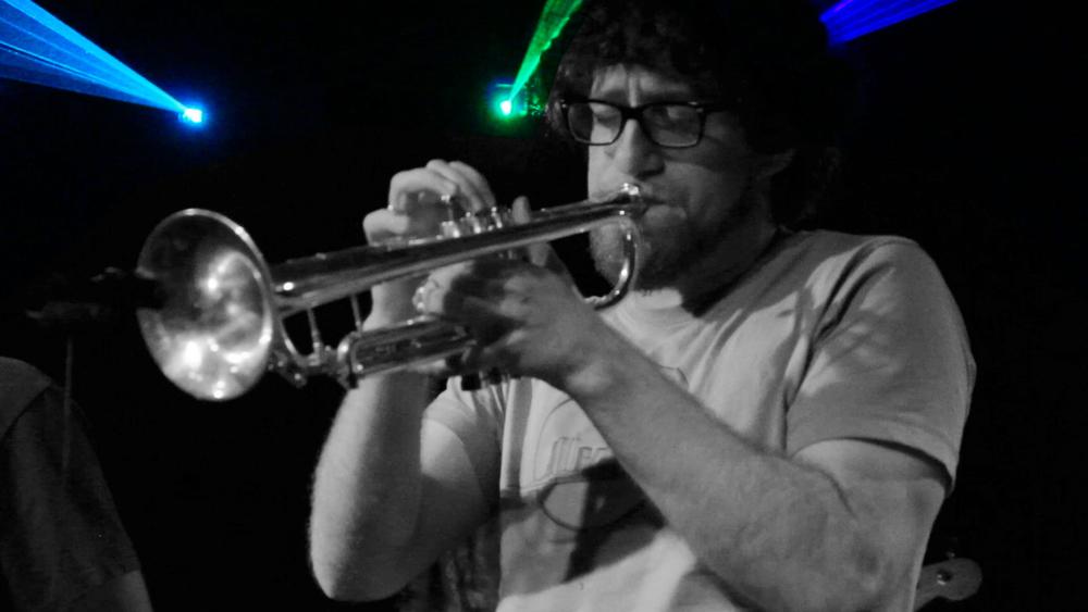 trumpet bandw0.jpg