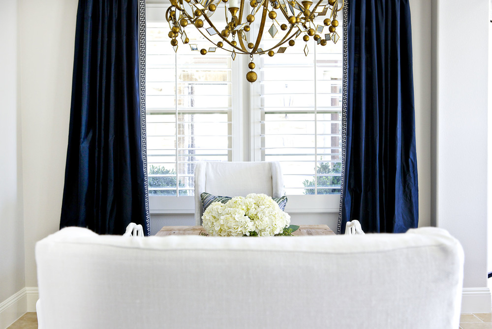 A Glamorous Dining Room In Navy White And Gold