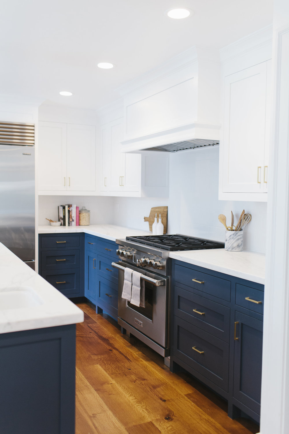 """Benjamin Moore """"Hale Navy"""" lower cabinets with brass hardware 