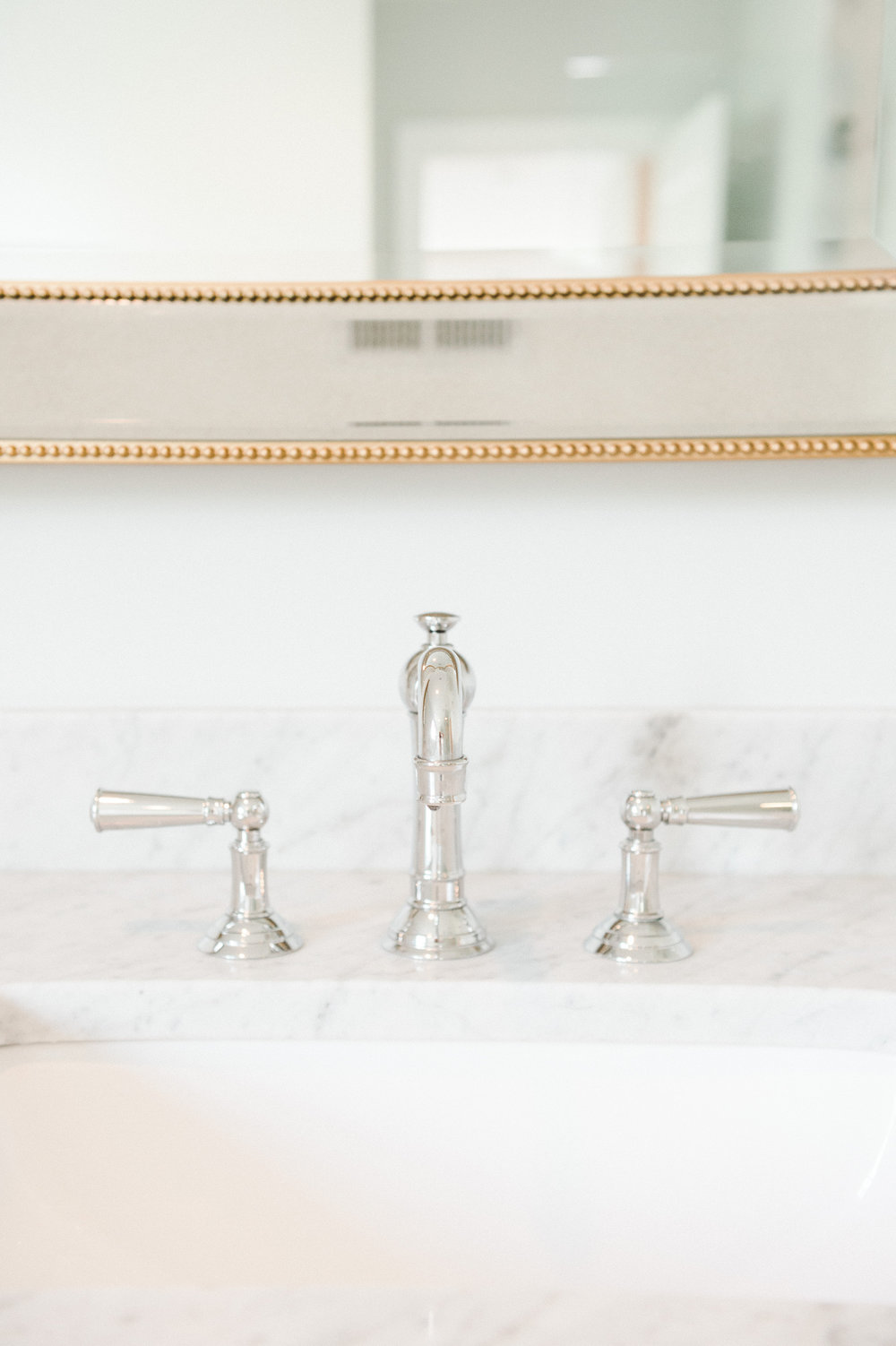 Gold mirror, marble counters, classic faucet || Studio McGee