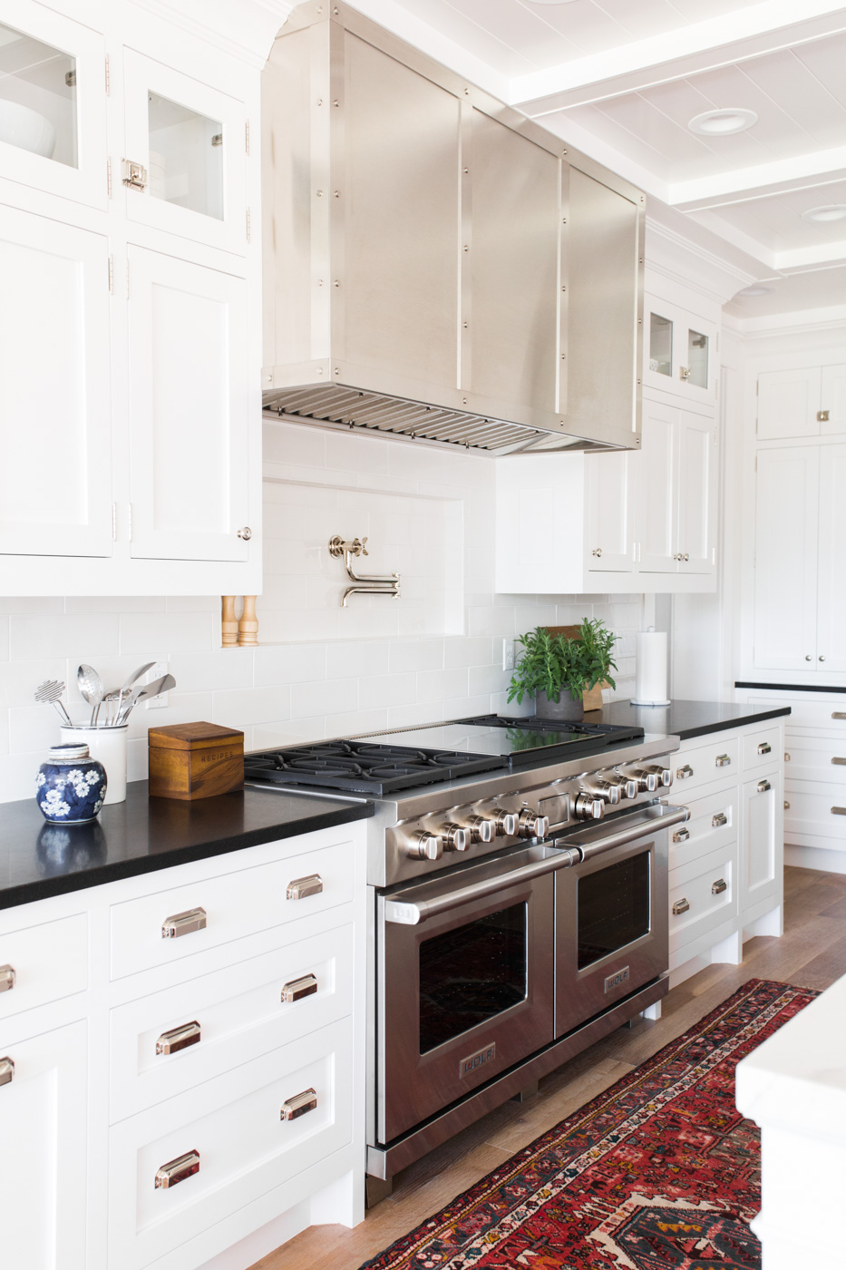 Vintage+kitchen+runner,+black+white+counters,+and+niche+behind+stove+||+Studio+McGee.jpg