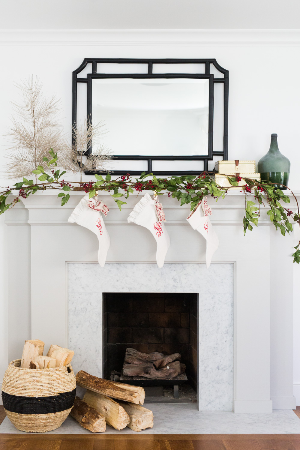 How to Style a Mantel for the Holidays