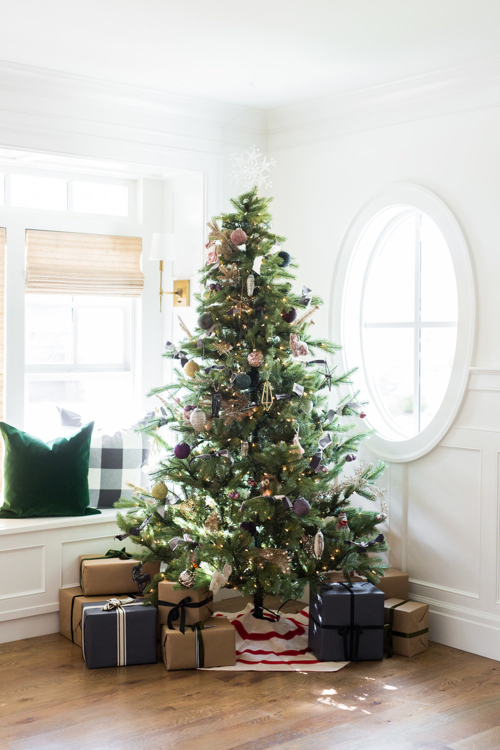 how we decorate the christmas tree - When To Start Decorating For Christmas