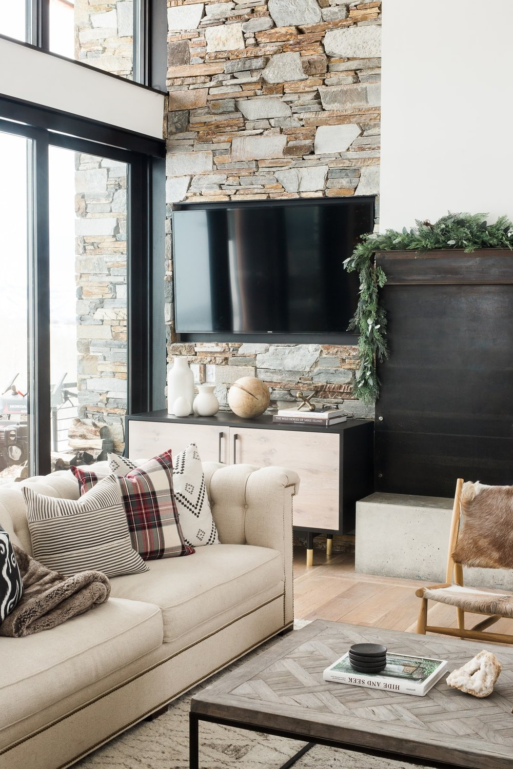 My Home Decor Guide: A Very Mountain Home Christmas