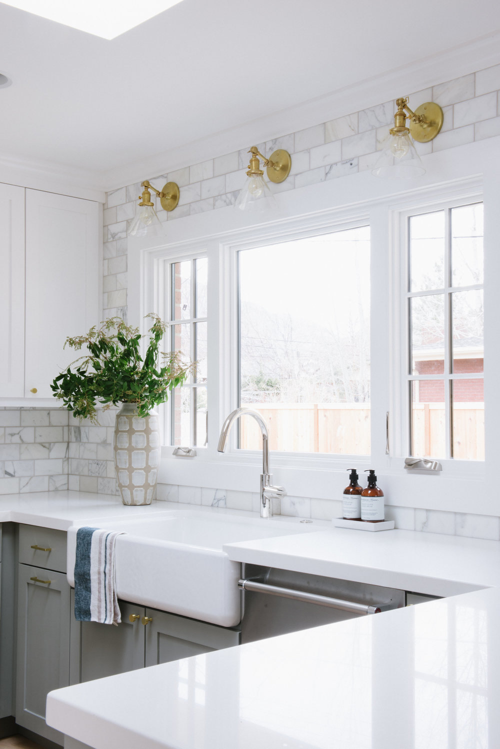 White farmhouse sink in modern kitchen