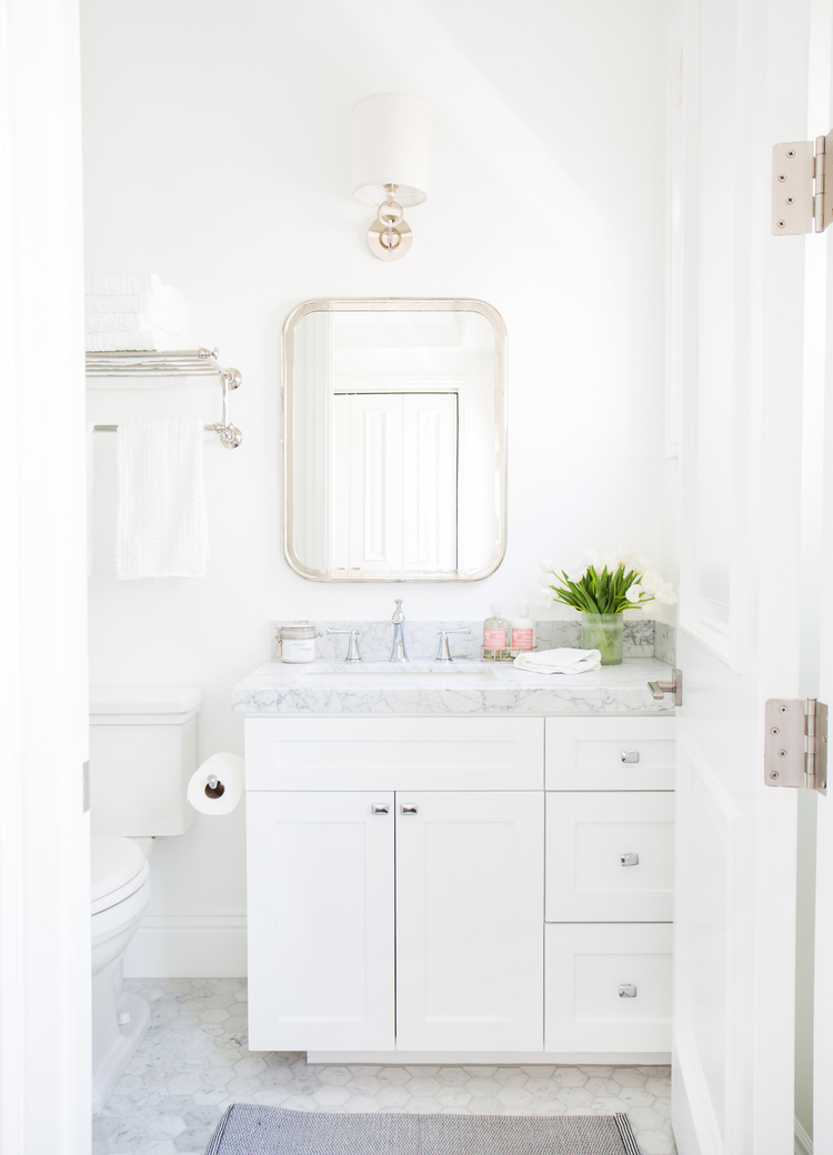 Amazing 5 Tips For A Small Bathroom