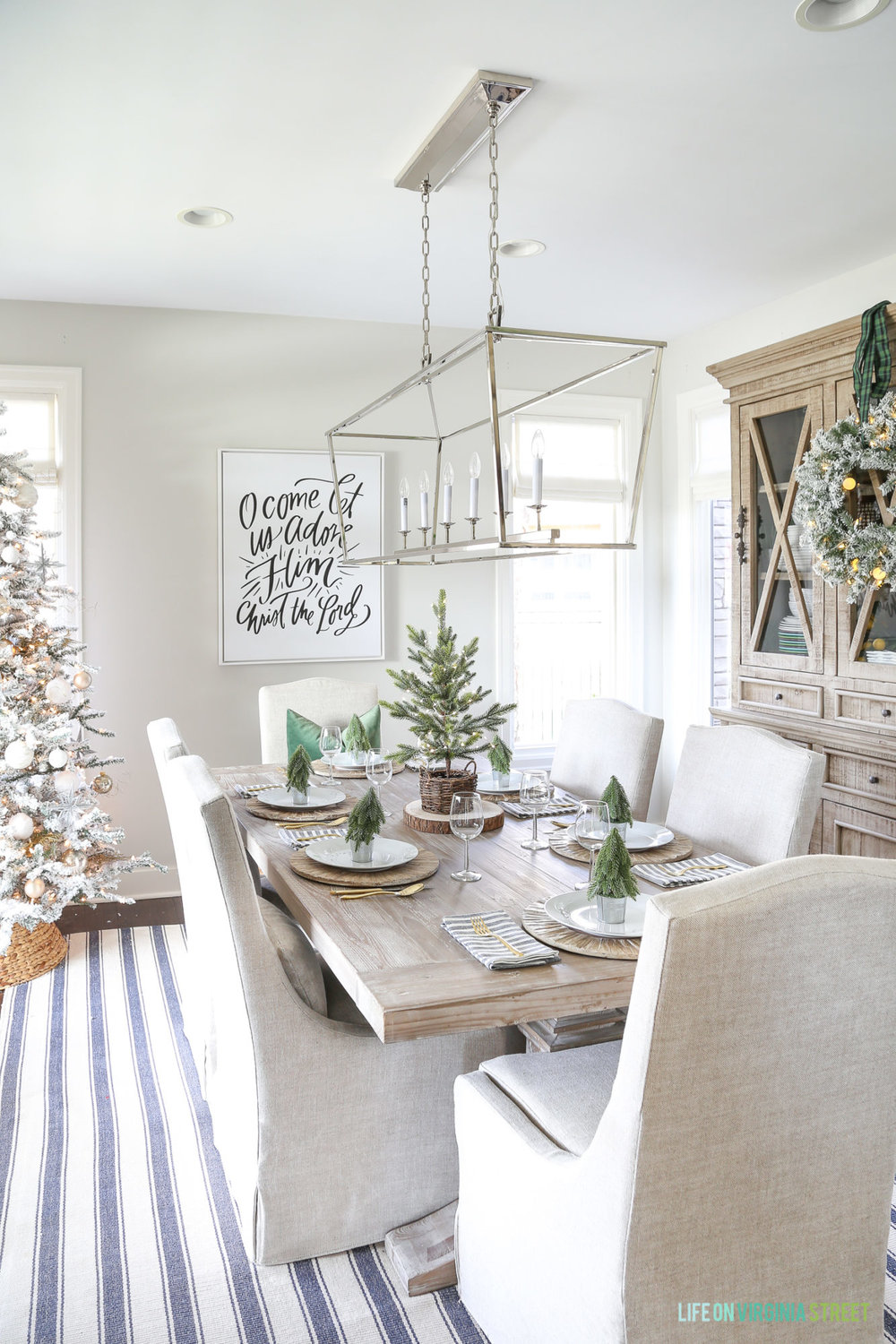 green-woodland-neutral-christmas-dining-room.jpg