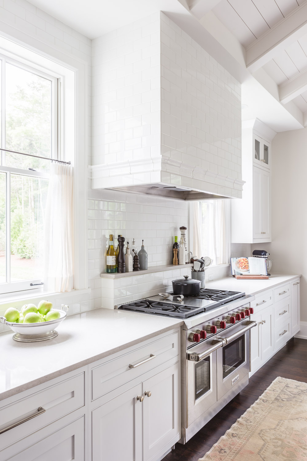 Design by  Castle Homes  /   Wade Weissmann Architecture  Photography by  Alyssa Rosenheck