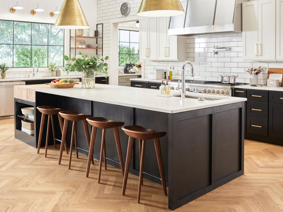 Good Food Network® Fantasy Kitchen.  FantasyKitchen2018_FantasyKitchenIslandStool_0032r