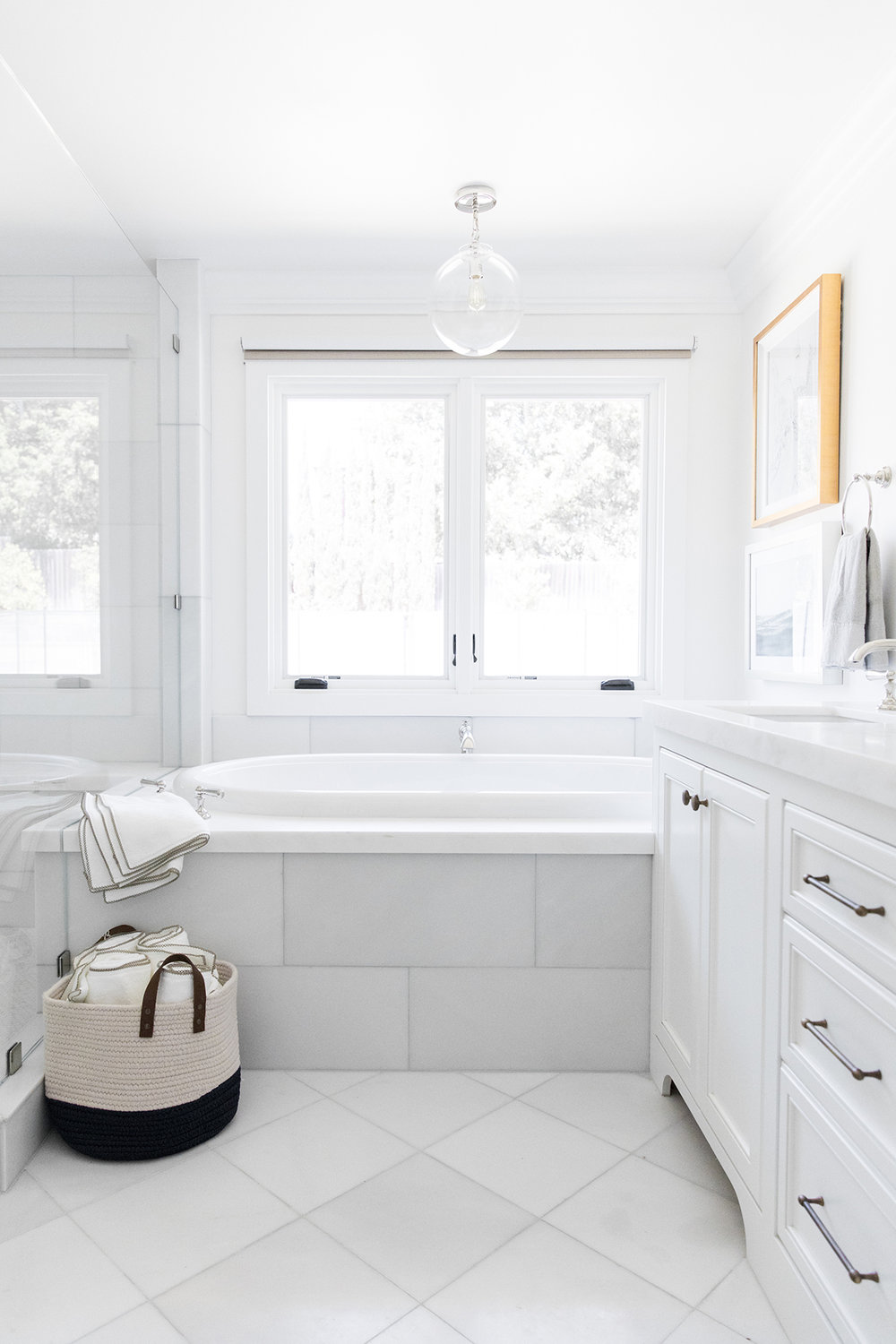Clean+and+coastal+bathroom+with+pendant+over+bathtub,+brass+and+polished+nickel+decor+in+bathroom+_+Studio+McGee+Design-1.jpg