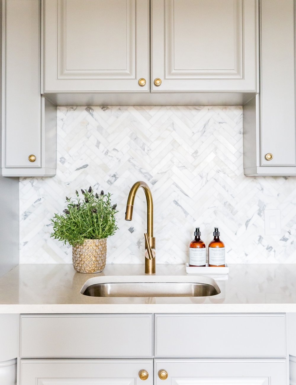 Benjamin Moore Chelsea Gray Cabinets and Marble Herringbone Backsplash || Studio McGee