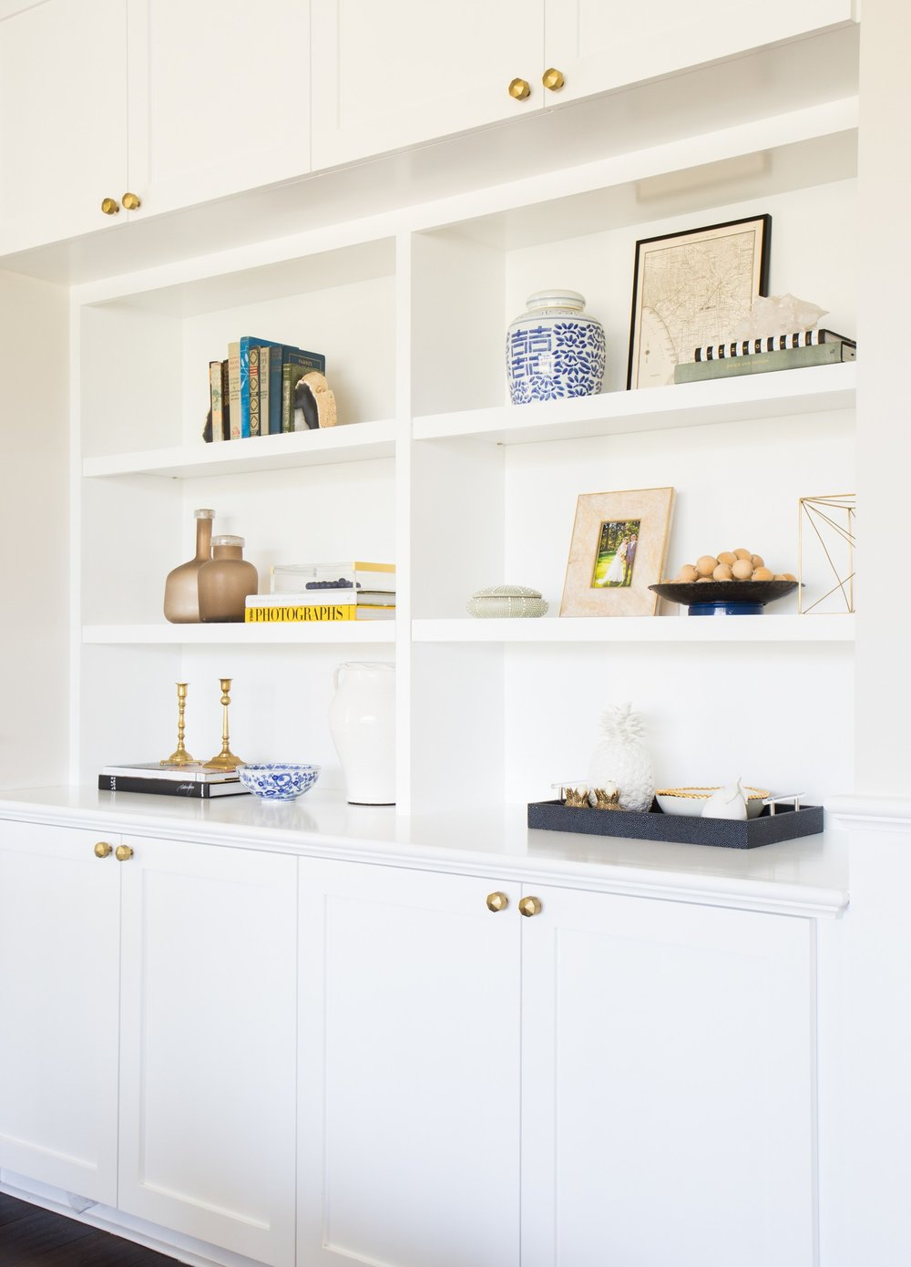 Shelf styling and brass knobs || Studio McGee