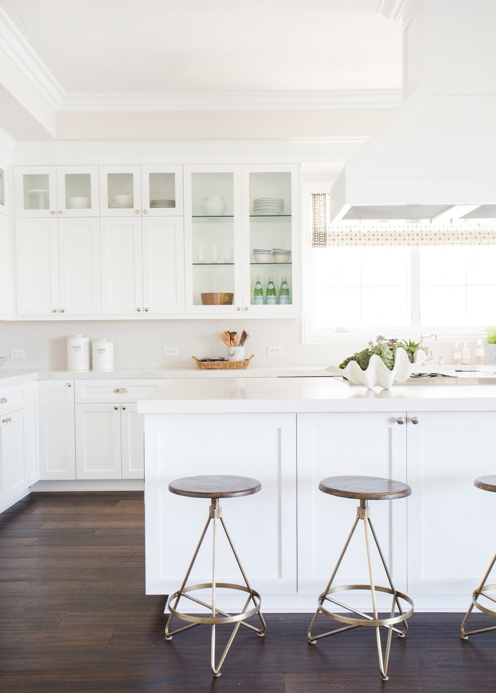 White+kitchen+with+herringbone+backsplash+__+Studio+McGee.jpg