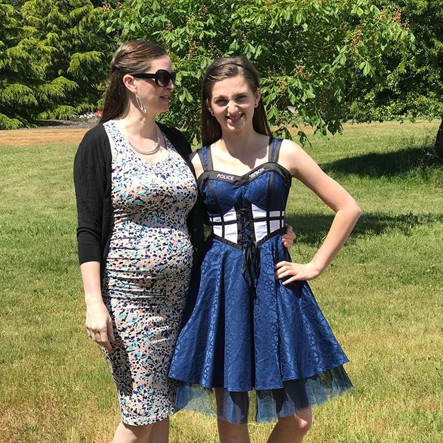 I officially have high schooler!!! My lovely daughter @artsygirlinneon graduated from Whidbey Island Waldorf School 8th grade today. I am so proud of the person she has become and of all her oozing talent. Also I am showing off the #babybump #drwhofangirl #waldorf #17weekspregnant
