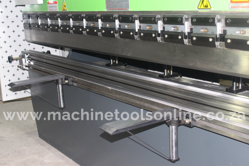 IntelliFab_hydraulic_pressbrake_tooling.png