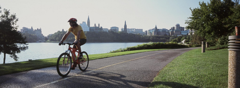 QC-Parcours des Anses in Levis with view of Quebec City-Cyclist.jpg