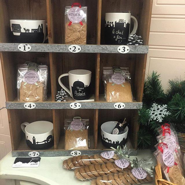 Des surprises, des douceurs et Noël qui s'en vient ❄️💙 avec @aliceinmontrealdesign on vient de finir de monter le kiosque au #marchecassenoisette pour la grande ouverture demain. On a hâteee !!!! nutcrackermarket #gingerbreadmagic